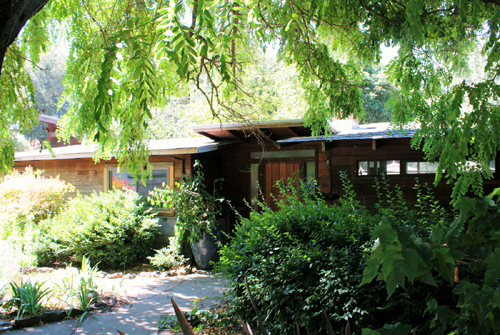 A Frank Lloyd Wright Inspired Ranch House on the Martinez Home Tour